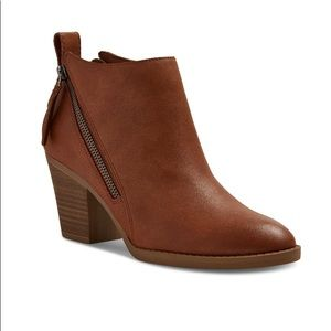 • {DV by Dolce Vita} Side Zip Cognac Booties •